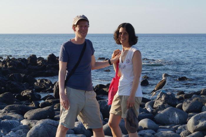 Galápagos Crucero Isla Lobos Couple with Blue Footed Boobies