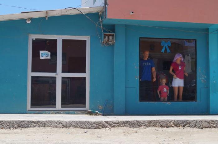 Isla Isabela, Puerto Villamil – Window Shopping