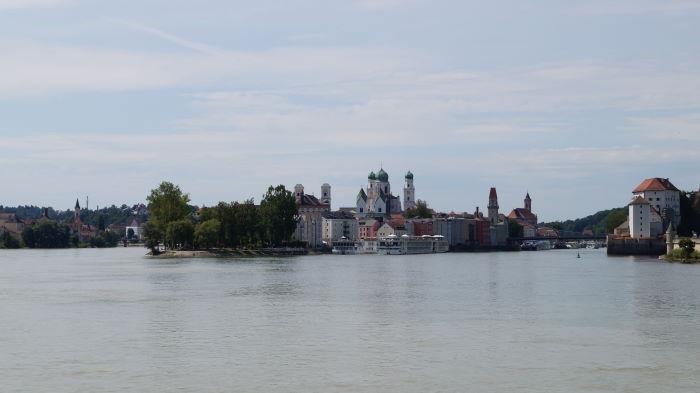 Passau Dreiflusseck vom Schiff aus gesehen