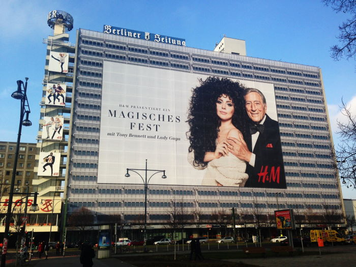 Berlin Lady Gaga Tony Bennett Plakat Alexanderplatz Berliner Zeitung