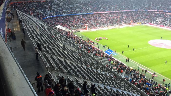 FC Bayern leere Ränge während der Halbzeitpause