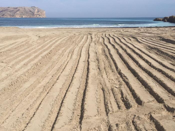 Javea, Playa Arenal, Baggerspuren