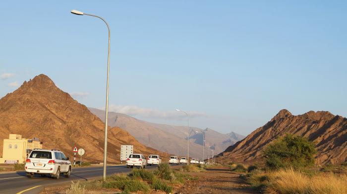 Oman, Konvoi der SUVs.