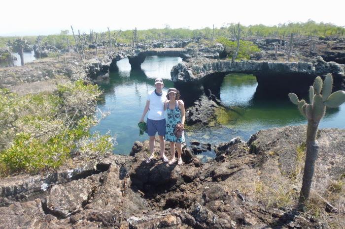 Galápagos Isla Isabela Los Tuneles Couple