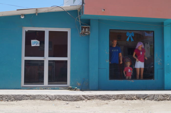 Isla Isabela, Puerto Villamil – Window Shopping