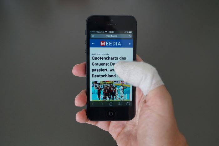 iPhone 5 mit verbundenem Finger bedienen