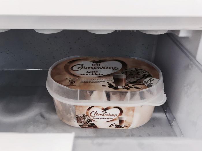 Packung Eis im Gefrierschrank
